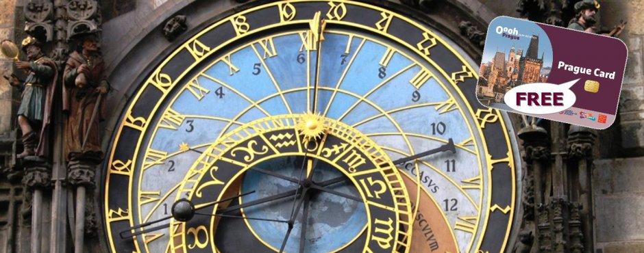 El famoso reloj de Praga, al lado de la Plaza del Ayuntamiento.
